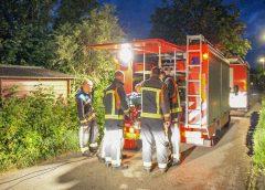 Brandweer redt woonboot van zinken